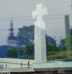 080728-maitsetuse-monument-tallinna-vabaduse-valjakule-p6143404