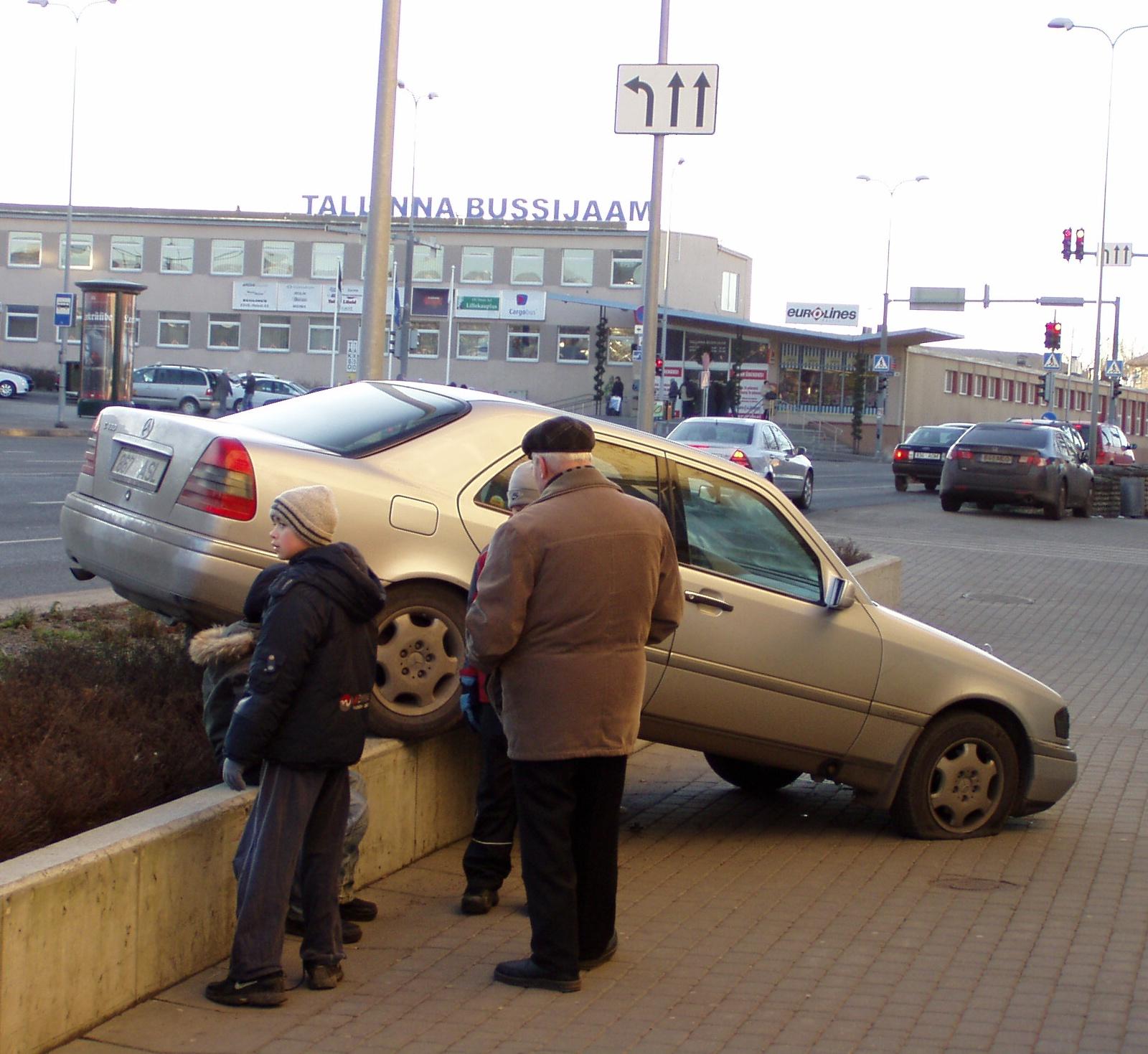 Sedasi pole soovitav oma autot parkida. 14.12.2008 foto Virgo Kruve