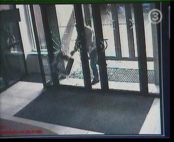 ARK-i ukseklaasi rikkumine. pilt tv3 uudistest 24.03.2009