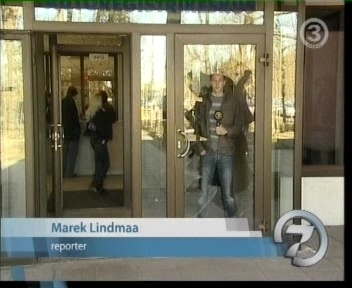 Tallinna ARK-i büroo sisse visatud välisukse klaasid. Pilt tv3 24.04.09