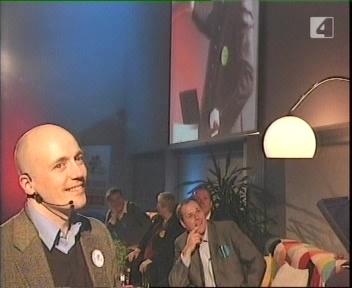 Saalis naerdakse. Isegi Ilmar Raag naeratab kohmetult. Tema, kes on alati tõsidus ise.