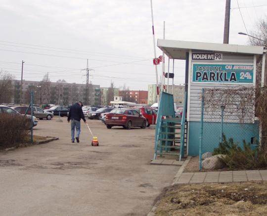 Mänguauto saab ka parkida tasulises parklas. Foto Virgo Kruve