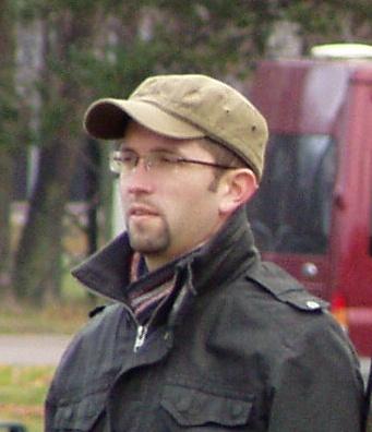 Kärmas Mihkel luurab skandaali järgi 4. november 2008 Kolde pst ääres. Foto Virgo Kruve