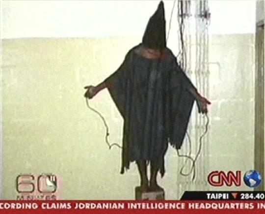 30. aprill 2004 oli lahvatanud Abu Ghraibi vangide piinamise skandaal. Kõik need jubadad fotod olid tehtud vaid 1 öö jooksul aga vangla tegutses mitmeid aastaid! USA mõistis süüdi vaid üksikud sõdurid, mitte neile käsu andjad.