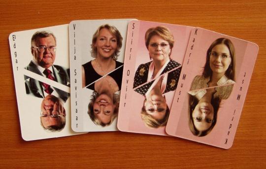 Edgar ja tema 3 trumpkaarti poliitilisteks kaardimängudeks. Foto Virgo Kruve.