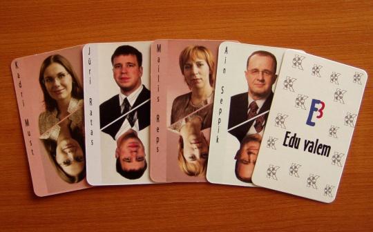 """Kaardimäng Keskfraktsiooni juhi kohale: Kadri Simson, Jüri Ratas, Mailis Repš, Ain Seppik ja """"must hobune"""". Foto Virgo Kruve"""