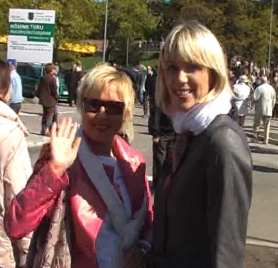 Nõmme turu avamisel 16. mail 2009 nägin rahva seas ka Ingrid Tähismaad ja Urve Palot, kes ilmselgelt tundsid heameelt... vähemalt ilusa ilmaga laupäevast. Kaader autori videost.