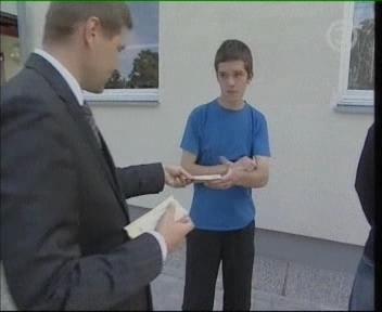 Sotsiaalminister Hanno Pevkur jalgpalli piletitega TV3 11. august 2009