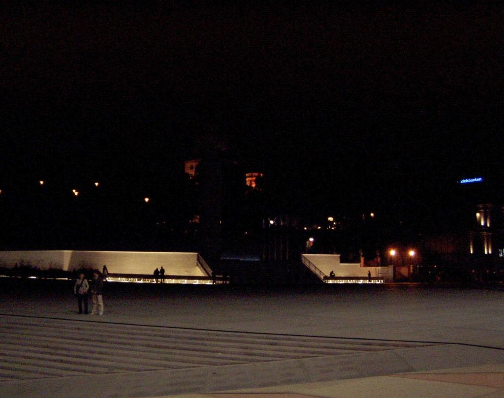 Vabadussõja samba tuled ei põle 11. juuni 2009 kell 20:58 ehk tehnofallos ei ole ergastunud, erekteerunud. Foto Virgo Kruve. Kliki pilt suuremaks!