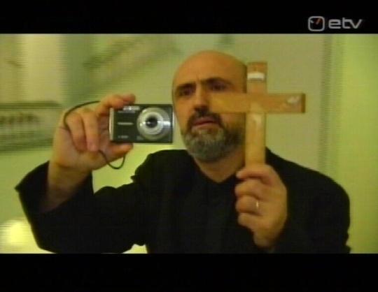 armen andranikyan armeenia õigeusu kiriku pedofiil kohtus ajakirjandust pildistamas. Foto ETV 2.12.2009