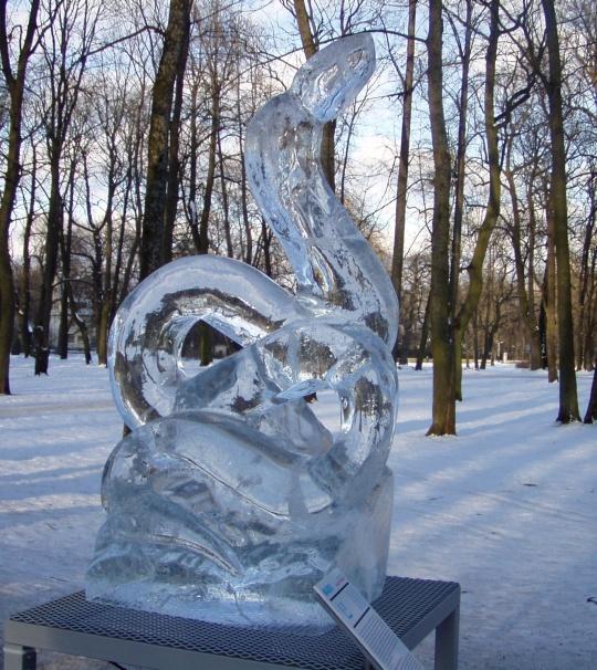 Jääst madu hiina horoskoobi sümbolina. Jääskulptuur Kalle Pruuden. Foto Virgo Kruve 31.01.2009
