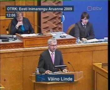 Riigikogu arutab inimarengu aruannet ja Ene Ergma närib parema käe pöidla küünt. 22. aprill 2010