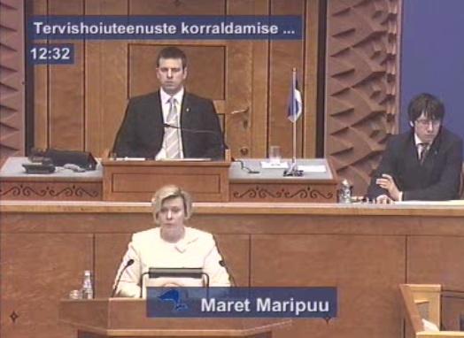 Maret Maripuu on Riigikogus seadustega susserdamas. Kaader 6. aprill 2010 Riigikogu interneti ülekandest