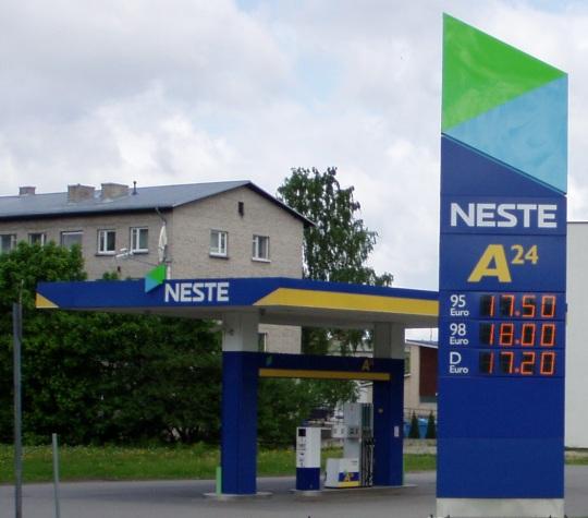 Neste Rakvere bensiinijaama hinnad on 5 korda kallimad. Foto 30. mai 2010 Virgo Kruve