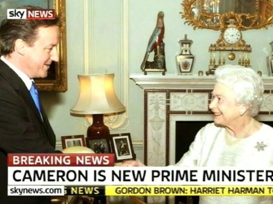 David Cameron peaministriks ja kuninganna kuusnurk. kaader SkyNews