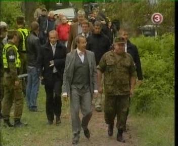 President Toomas Hendrik Ilves oli vaatlejana õppusel. Ka temal on vaja positiivset tähelepanu, sest kuu aega tagasi ilmus raamat tema juures töötavast Kristjanist, vabandust, agent Toomas S.-st. Kaader TV3 uudised 15. juuni 2010
