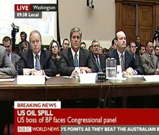 USA kongress on kutsunud kuulamisele BP ja veel 4 suurfirma juhid, et uurida Mehhiko lahes naftaplatvormil toimunud õnnetust. Kaader BBC 15. juuni 2010
