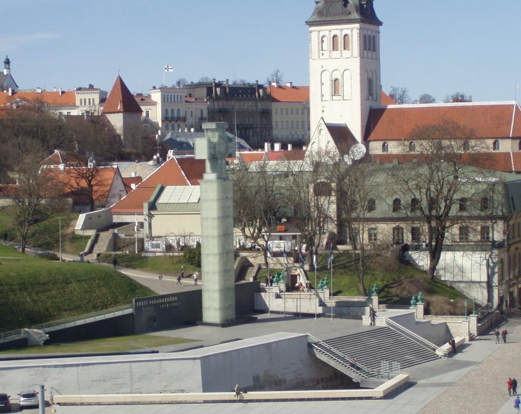 Vabadussõja võidusammas Tallinnas Vabaduse väljaku ääres. Autor Rainer Sternfeld, ehituse juht Aivar Reivik, tellija ja maksja kaitseminister Jaak Aaviksoo. Foto Virgo kruve 28. aprill 2010