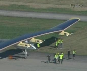 Šveitsis katsetati päikese valguse elektriks muutvat lennukit. Katselennuk oli õhus 26 tundi ja kasutas nii akudesse kogumist kui pilvedest kõrgemal lendamist. Kaader ETV 8 juuli 2010
