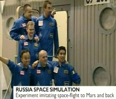 2. juunil 2010 algas Marsi katselennu simulatsioon ja 6 kosmonauti on järgnevad 18 kuud ehk 540 päeva eraldatud ülejäänud maailmast. Lõpuks simuleeritakse neile ka ajalist nihet 6 minutit kommunikatsioonis. Foto BBC