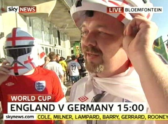 27. juuni Suurbritannia jalgpalli fännid MM-i mängu eel. Kaader SkyNews uudised