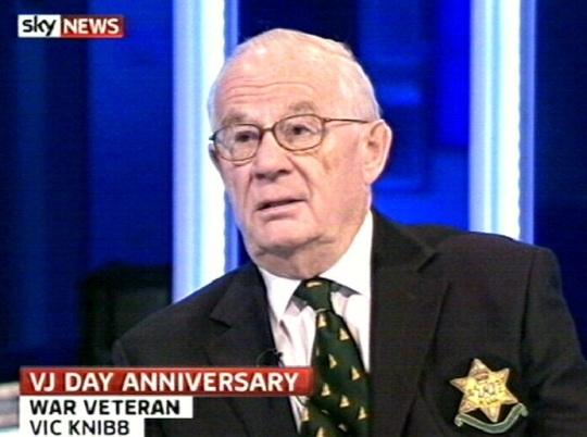 Kuusnurk sõjaveterani rinnas. 15. augusti 2010 SkyTV kaader