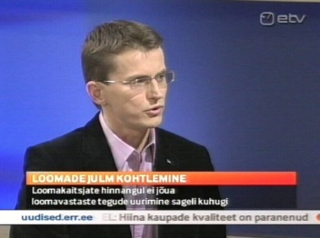 Ken-Marti Vaher loomakaitsja 27. oktoober 2010 ETV uudistes. Tema valimiskampaania osa. Kaader ETV
