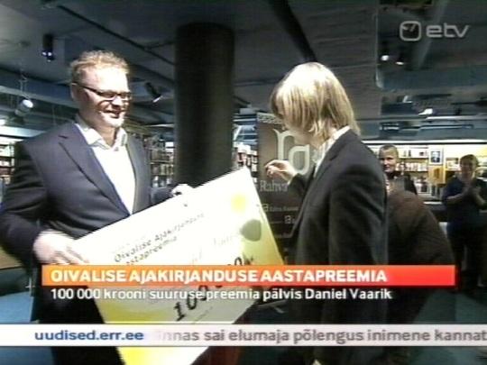 21. oktoober 2010 ETV Aktuaalne Kaamera näitab esimese Oivalise ajakirjanduse auhinna andmist memokraat.ee loojale Daniel Vaarik´ule. Kaader ETV