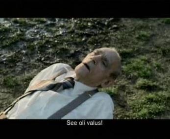 """Snickers reklaamis saab vana mees haiget ja ütleb """"see oli valus"""". Kaader reklaamist"""