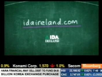 Iirimaa reklaamkuulutus Bloomberg telekanalis 25. november 2010 ehk 4 päeva pärast seda kui rahandusminister Brian Lenihan teatas riigi vajadusest Euroopa Liidu ja IMF-i kuni 90 miljardi € suuruse laenupaketi järele. Kaader telekanalist.
