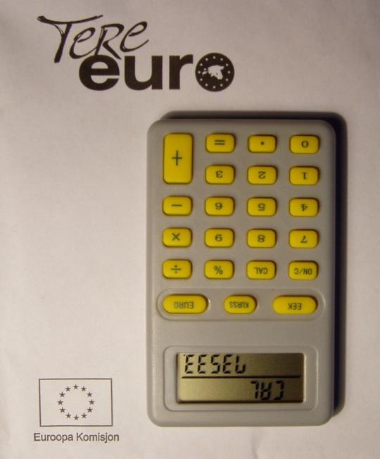 Tere Euro  on Rahandusministeeriumi registreeritud kaubamärk juba 2006. aastast. Kalkulaatori töökorda saamiseks tuleb tagaküljelt ära tõmmata plastikust riba, mille järel patarei hakkab voolu andma. Foto Virgo Kruve