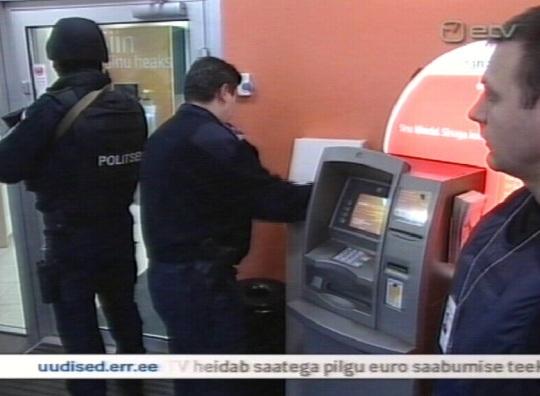 """Vastik euro ajupesu ja propaganda ETV saates """"Aktuaalne Kaamera"""", kus relvastatud ja maskides politsei saadab eurokupüüride esmakordset paigutamist ATM-idesse."""