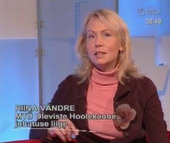 Riina Vändre jõuab palju. Lisaks IRL-i poliitika hammasrataste vahele jäänute saunapäevade ja supiköögi kõrval nõustab ta ka kaitseministrit, et klaasist ristisammas ikka valijatele õnnestumisena tunduks. Kaader 19. veebruari Terevisioon