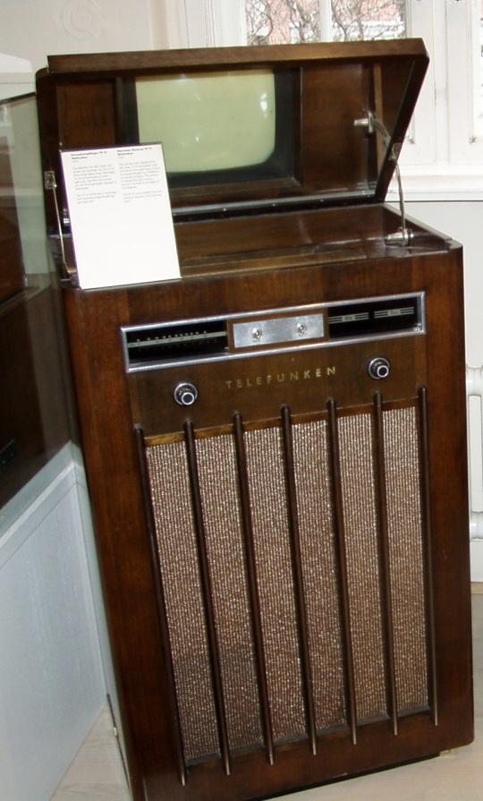 Televiisor Telefunken FE VI 1937. aasta mudel. Foto Virgo Kruve 2.03.2006