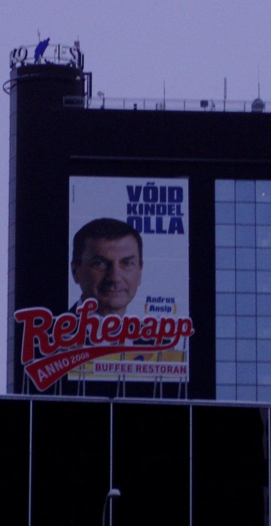 """Andrus Ansip """"Võid kindel olla"""", Rehepapp, Tartus 5 korruse kõrguse plakatina. Autori foto 22.01.2011"""