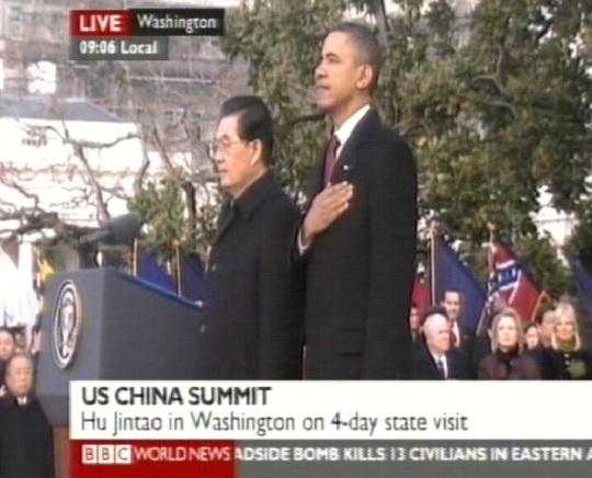 Võlausaldaja Hiinast ja võlgnik Valgest majast kohtumas.