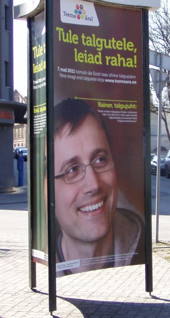 """""""Tule talgutele, leiad raha"""" on Tallinnas Tõnismäel asuval reklaamplakatil kirjas. Autori foto"""