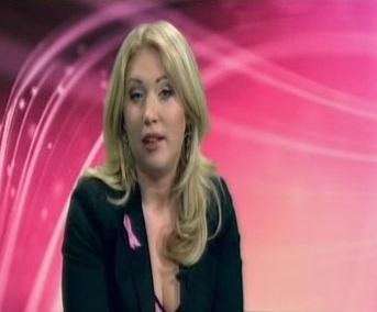 Birgit Varjun(?) roosa lindi reklaamist. Kampaania on suunatud naistele, et tõsta vähi alast teadlikkust.