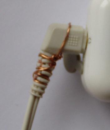 Kõrvaklappide parandatud pistik.