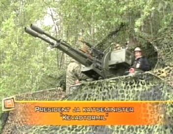 President Ilves käis nädala algul sõjaväelaste õppusega tutvumas. Eelneval päeval oli seda teinud peaminister. Kaader Reporter