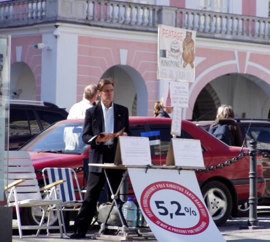 Jüri Böhm ja istumisstreik nõudmistega 26. aprillil 2011. Foto Virgo Kruve