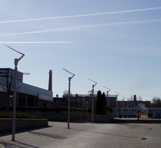 Sellel pildil ei lenda üle linan mitte raketid, vaid tavalised reisilennukid. 24. aprill foto Virgo Kruve