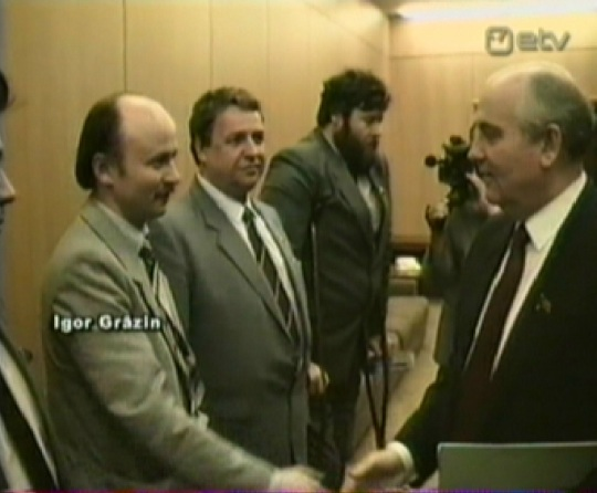 Igor Gräzin ja Mihhail Gorbatšov, taustal Jevgeni Kogan. Kaader ETV: Eestlased Kremlis