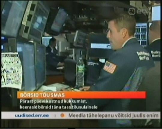 """10. augusti ETV uudiste saade """"AK"""" teatas, et """"BÖRSID TÕUSMAS. Pärast päevi kestnud kukkumist, keerasid börsid täna taas tõusulainele"""". Kaader ETV kell 21.11"""